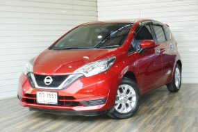 Nissan Note 1.2 V Hatchback AT ปี2017 สีแดง รถสวย ไมล์น้อย ฟรีดาวน์เลยค่ะ