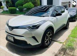 Toyota C-HR Hybrid MID  5 ประตู   พ.ย. ปี 2019 <3