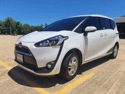 2017 Toyota Sienta 1.5 G รถตู้/