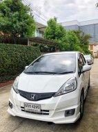 HONDA JAZZ 1.5 V iVTEC ปี 2012 สีขาว เกียร์ AUTO มือเดียวป้ายแดง ไมล์ 158,xxx  รถบ้าน เจ้าของขายเอง